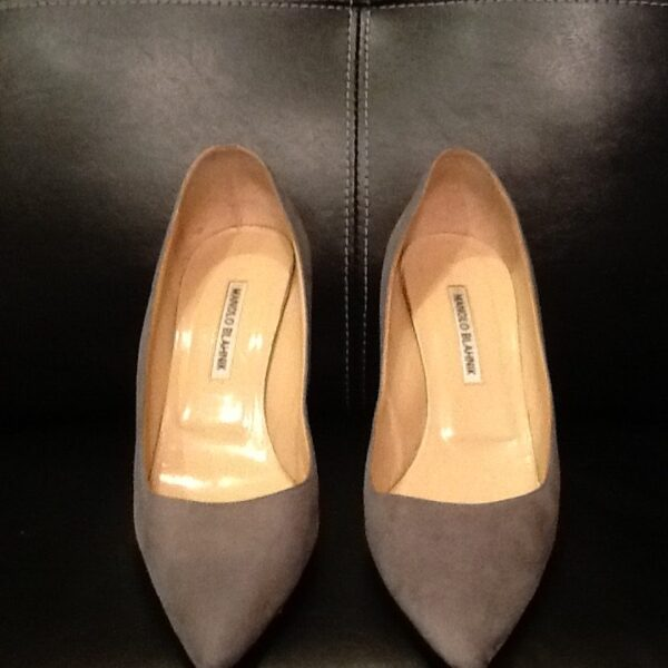 Manolo Blahnik Suede Pumps | Curvy Girl Closet